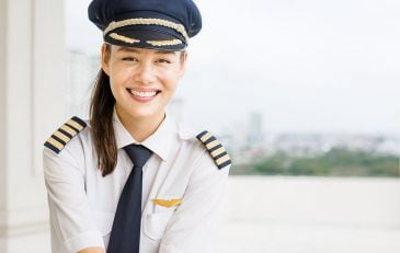 getting an airline pilot job after flight school